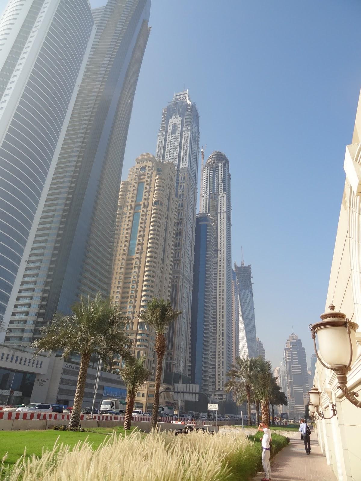 bilder bibliothek dubai skyline 2011 vereinigte arabische emirate. Black Bedroom Furniture Sets. Home Design Ideas
