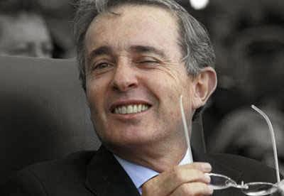 Guiño de Uribe | Copolitica