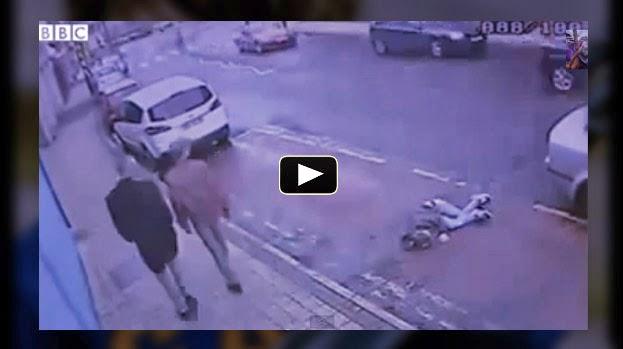 VIDEO INSOLITO - Policías arrastran a una mujer indefensa hacia el borde de la calzada y se van en un Vehículo no identificado