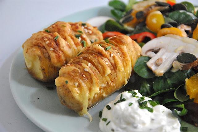 Ofenkartoffeln mit Käse gefüllt
