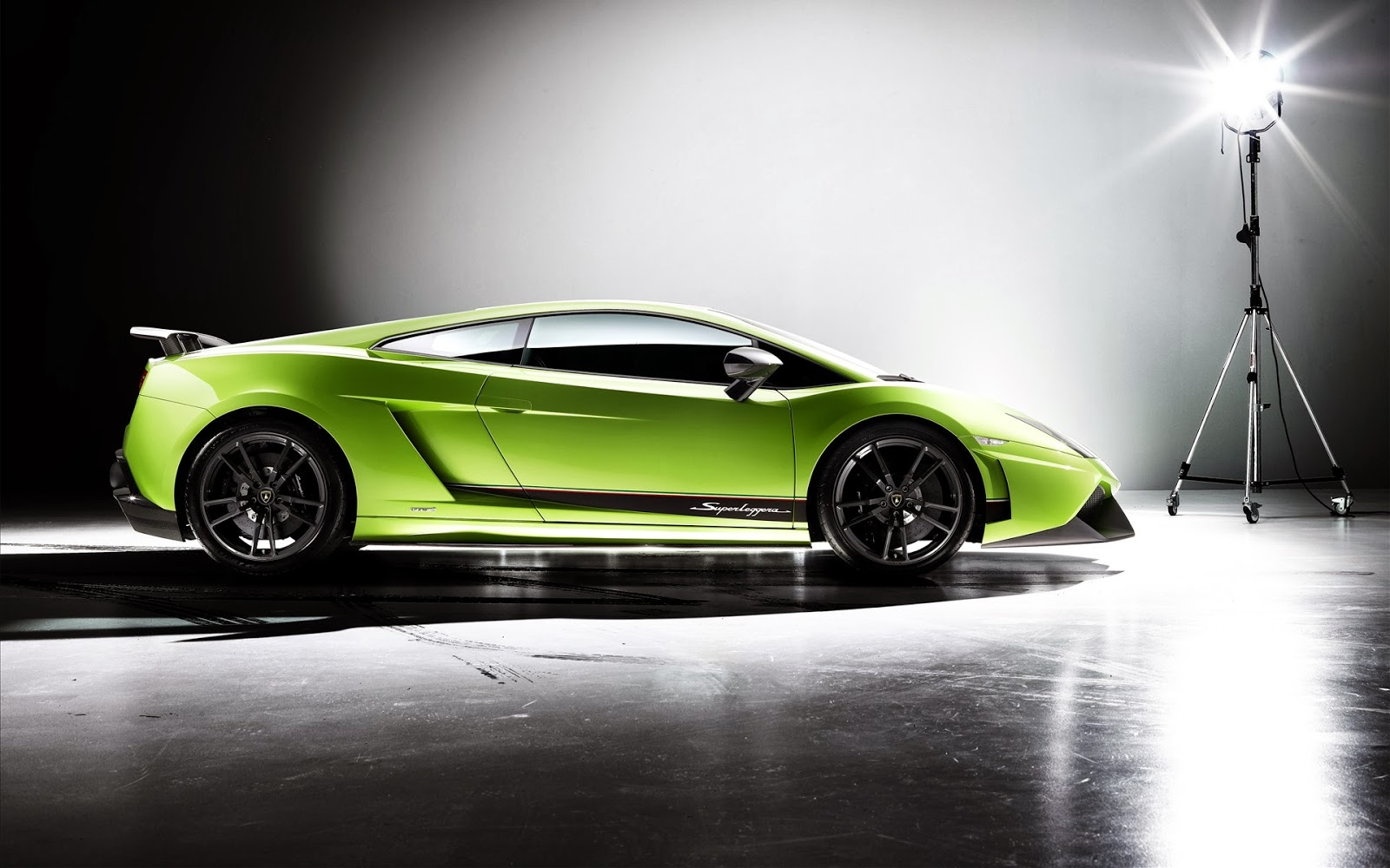 wallpapers of beautiful cars lamborghini gallardo lp570 4. Black Bedroom Furniture Sets. Home Design Ideas