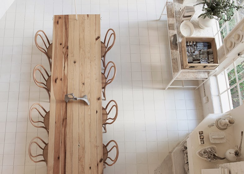 gaya-interior-dan-dekorasi-unik-ribuan-tulang-hewan-di-rumah-makan-Hueso-019