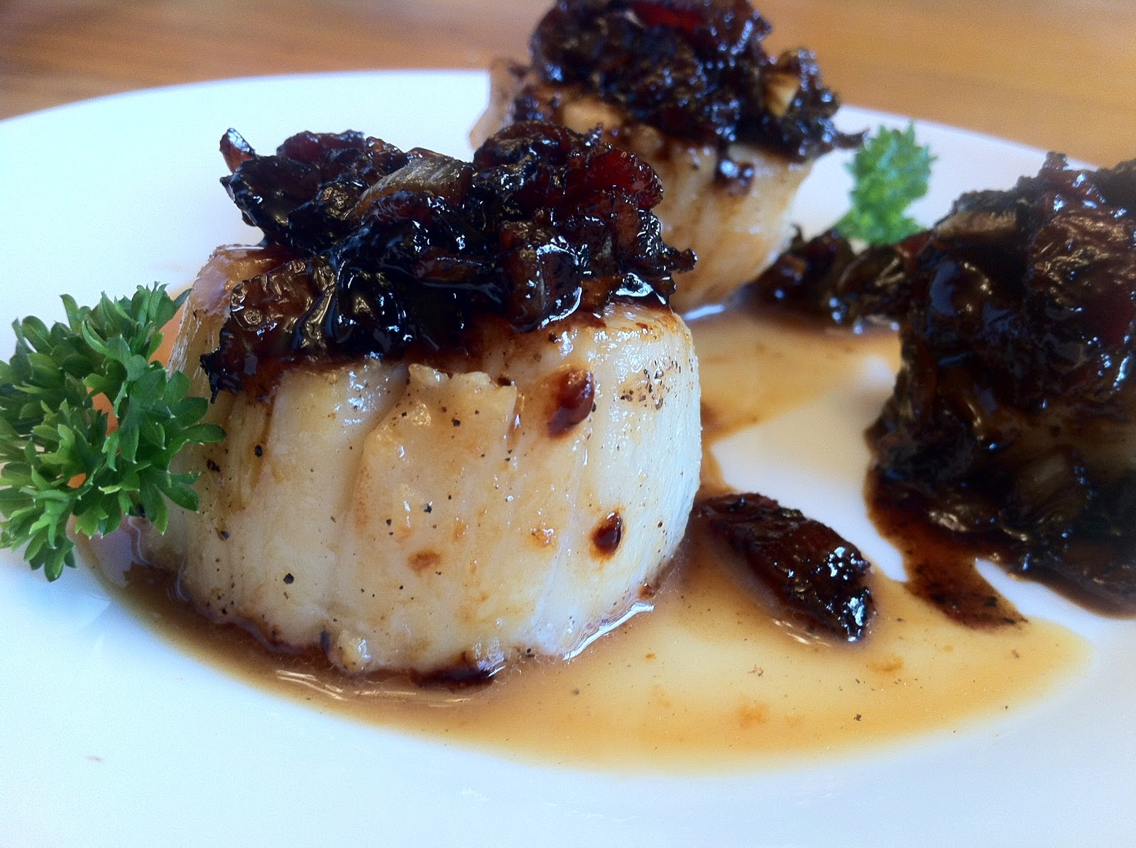 Bite and Booze: Seared Sea Scallops with Maple Bacon Relish