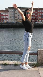 http://lifeandstyleana.blogspot.com.es/2015/07/jeans-rotos.html