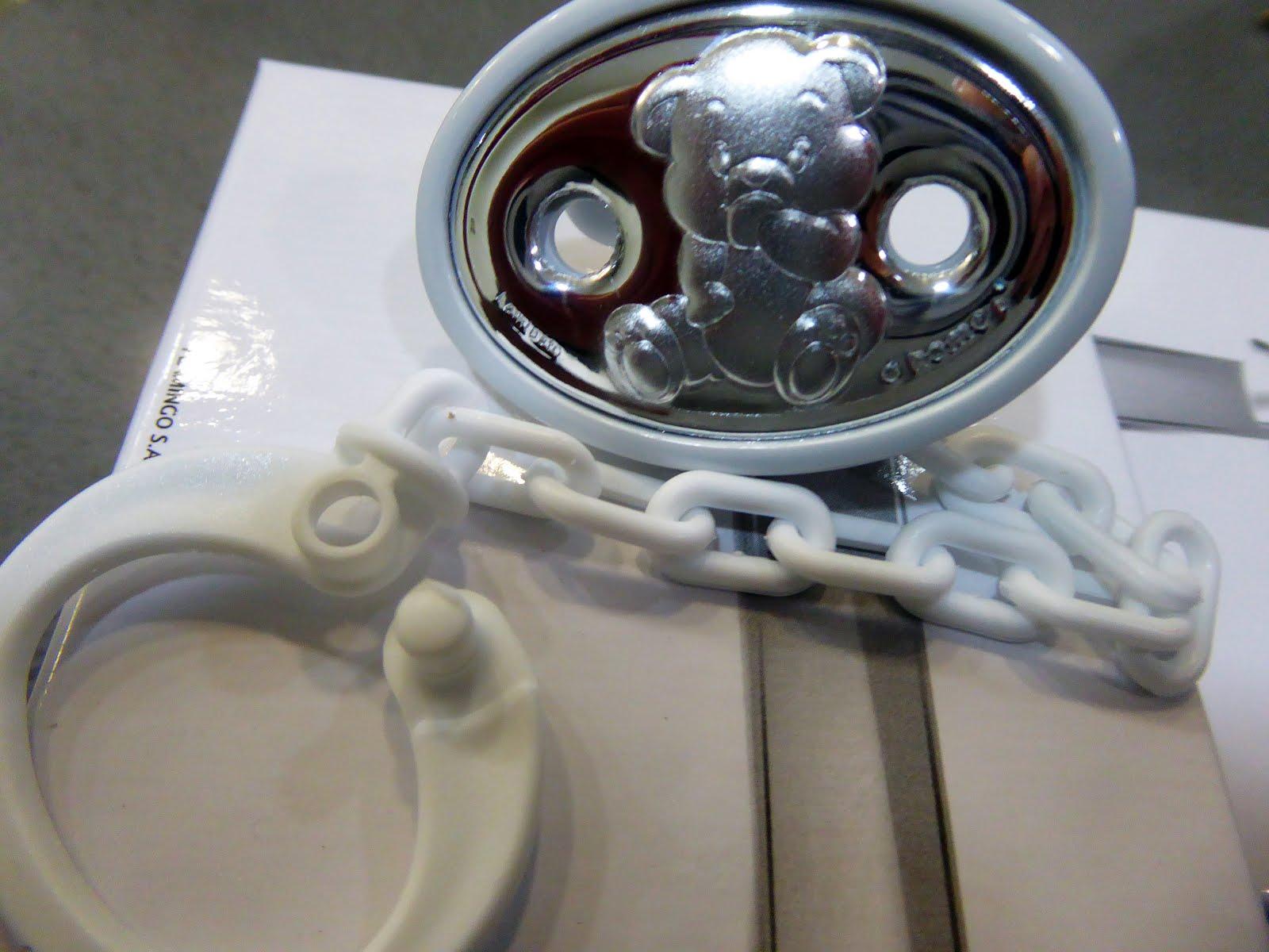 Chupeteros de plata, color blanco con un oso