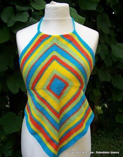 Szydełkowa kwadratowa bluzka w letnich kolorach
