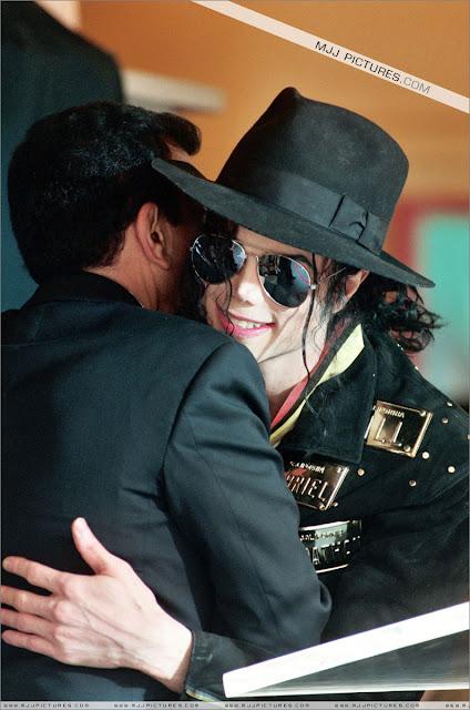 Foto di Michael e i bambini - Pagina 21 Michael_jackson_awards_guinness_may_1993+(28)