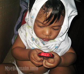 myedomain's it's more fun in the philippines-kiko texting 1