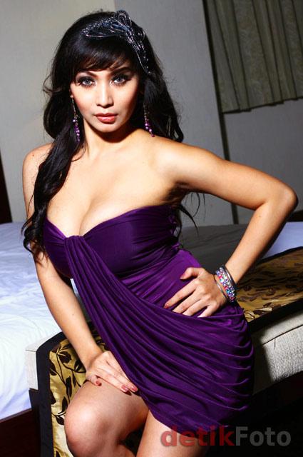 Model : Baby Margaretha Ketagihan Berpose Seksi