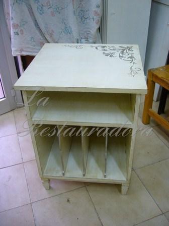 La restauradora muebles plateados est n de moda - Muebles pintados en plata ...