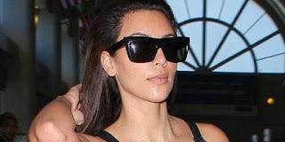 Kekecilan, baju Kim Kardashian terbuka di depan umum