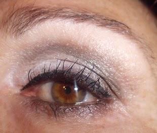 maquillaje de ojos plateado