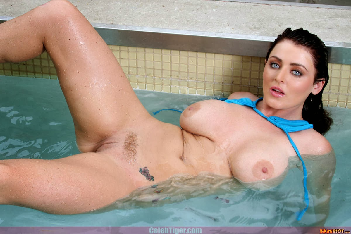 Busty+Babe+Sophie+Dee+Wet+In+Pool+Taking+Off+Her+Blue+Bikini+Posing+Naked www.CelebTiger.com 58 Busty Babe Sophie Dee Wet In Pool Taking Off Her Blue Bikini Posing Naked HQ Photos