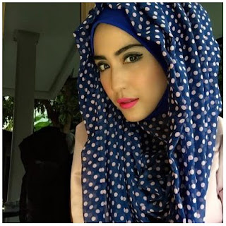 Hijab polkadot ala April Jasmine