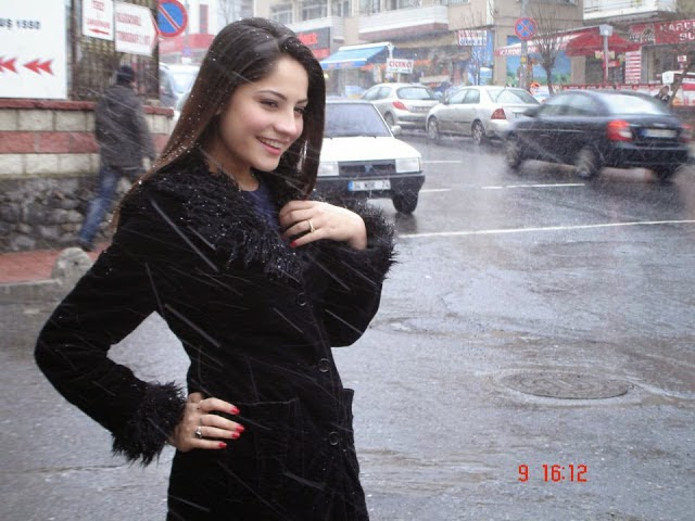 http://funkidos.com/pakistani-models-actors/latest-pictures-of-neelam-muneer