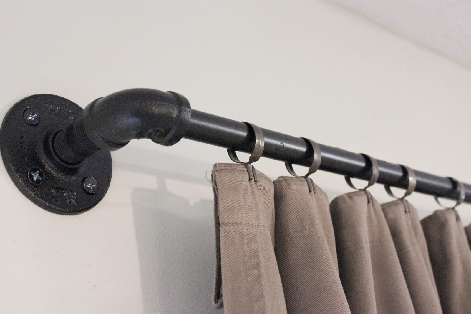 Diy curtain rods conduit - Conduit Pipe Drapery Rod Tutorial Www Adorbymelissa Com