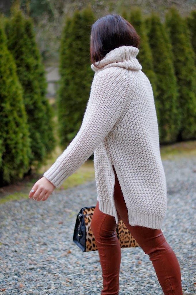H&M turtleneck sweater outfit