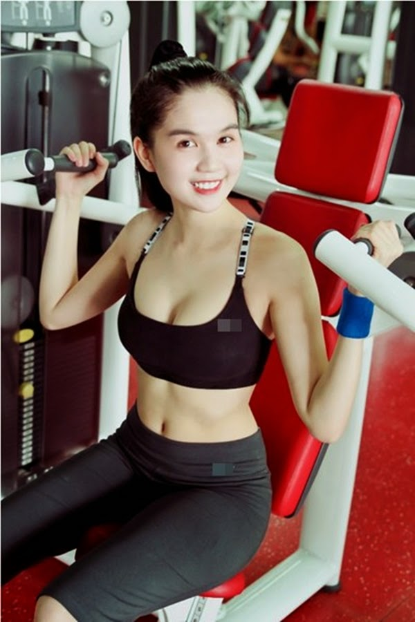 Ngoc Trinh breast breeze in the gym