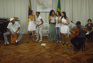 Bira  Reis(percussão), Gleides Lelis(voz),Eveline Santana(voz), Kelly Mattos(voz),Luiza Aguiar(voz)