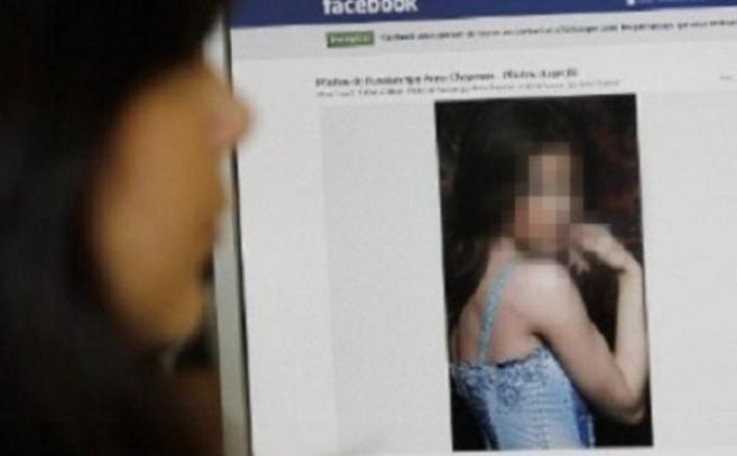 ... ini sebuah foto telanjang ibu rumah tangga (IRT) mencuri perhatian