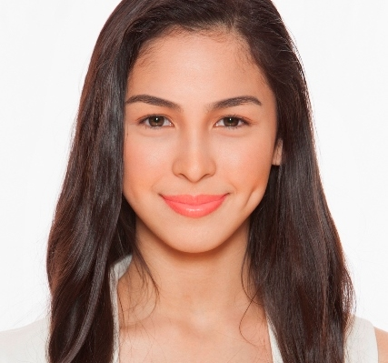 Julia Barretto Thankful for a Good Showbiz Start; Getting Closer with Diego Loyzaga