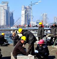 Analista ruso intenta demostrar la fallida de la economía norcoreana 426125_10150573484352344_101495862343_9196589_1175706922_n