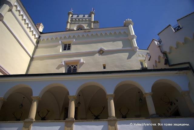 Вид на башню Тракошчана и коридор у Охотничьего холла