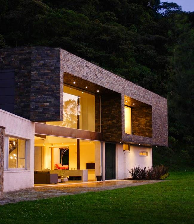 Casas minimalistas y modernas casa sereno en medellin for Baneras antiguas baratas