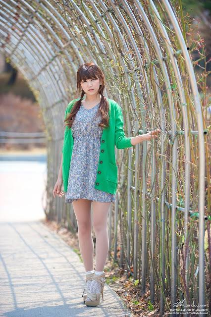 韩国美女-绿衣灰短裙