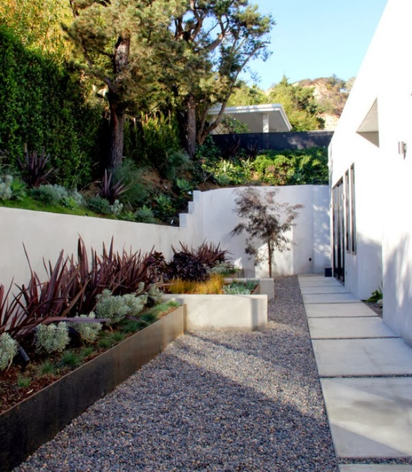 10 soluciones para jardines largos y estrechos guia de - Jardin bajo mantenimiento ...