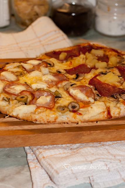 pizza, przepis na pizzę, ciasto na pizzę, drożdżowe ciasto na pizzę, pizza na drożdżach