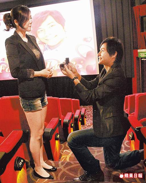 Tony Sun proposes to Angel Han at the movie theater | CpopAccess