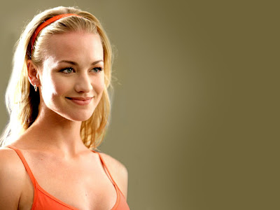 Yvonne Strahovski Cute Wallpaper