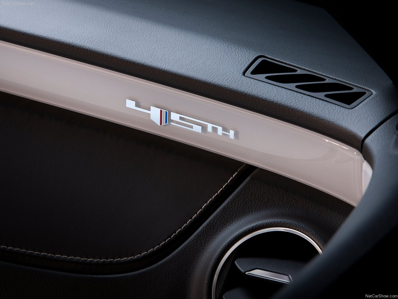 http://3.bp.blogspot.com/-fWGrpsDUb0w/TaXxeBtLObI/AAAAAAAAMuc/D5_3sTN_EAM/s1600/Chevrolet-Camaro_45th_Anniversary_Edition_2012_1280x960_wallpaper_07.jpg