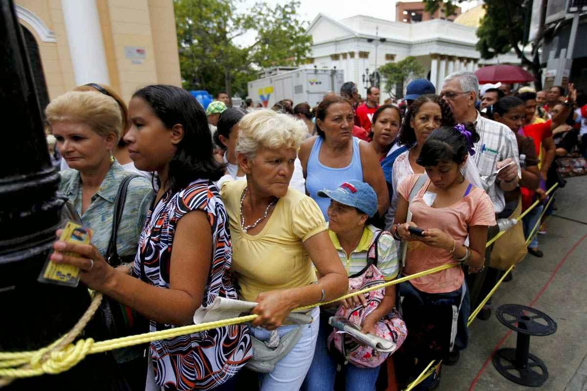 Conseguir alimentos ou produtos de higiene passou a ser uma façanha quotidiana na Venezuela