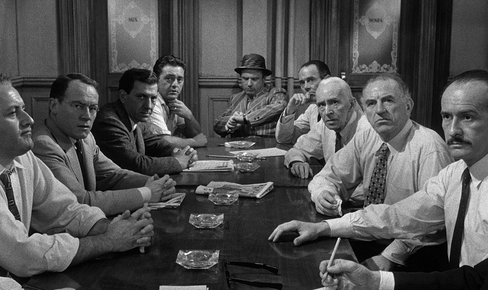 leadership of juror 8 in 12 angry men film In the film 12 angry men, a group of twelve jurors are deciding the fate of a young boy accused of murdering his father throughout the juries dilleration, one man exhibits all of the qualities of leadership.