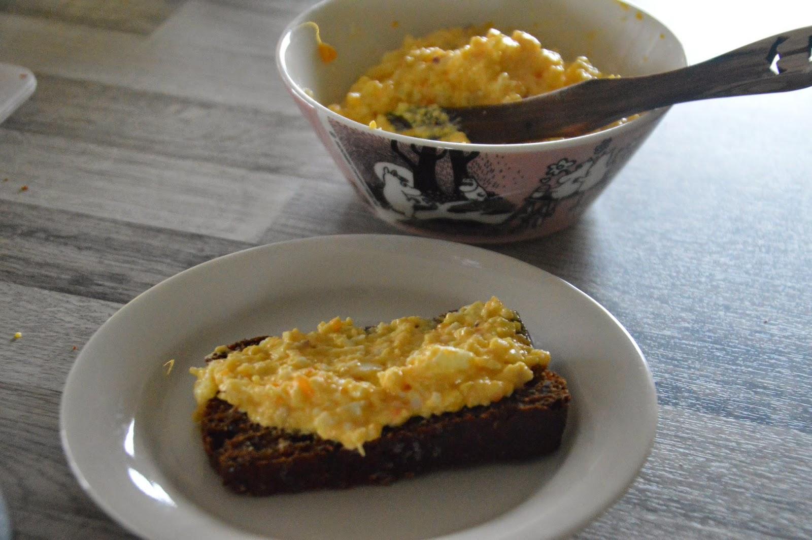 Saaristolaisleipää omenaisella twistillä + kananmunalevitettä