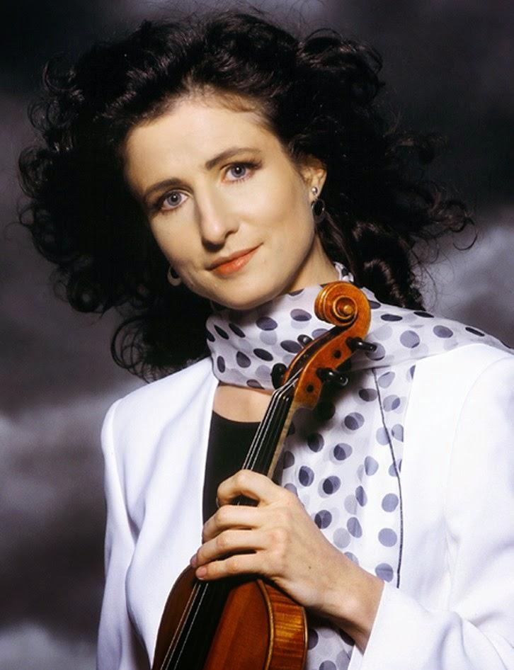 Madeleine Mitchell violinist portrait by Peter Rauter