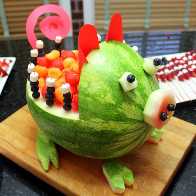 Ways to cook watermelon and cantaloupe pig art carved