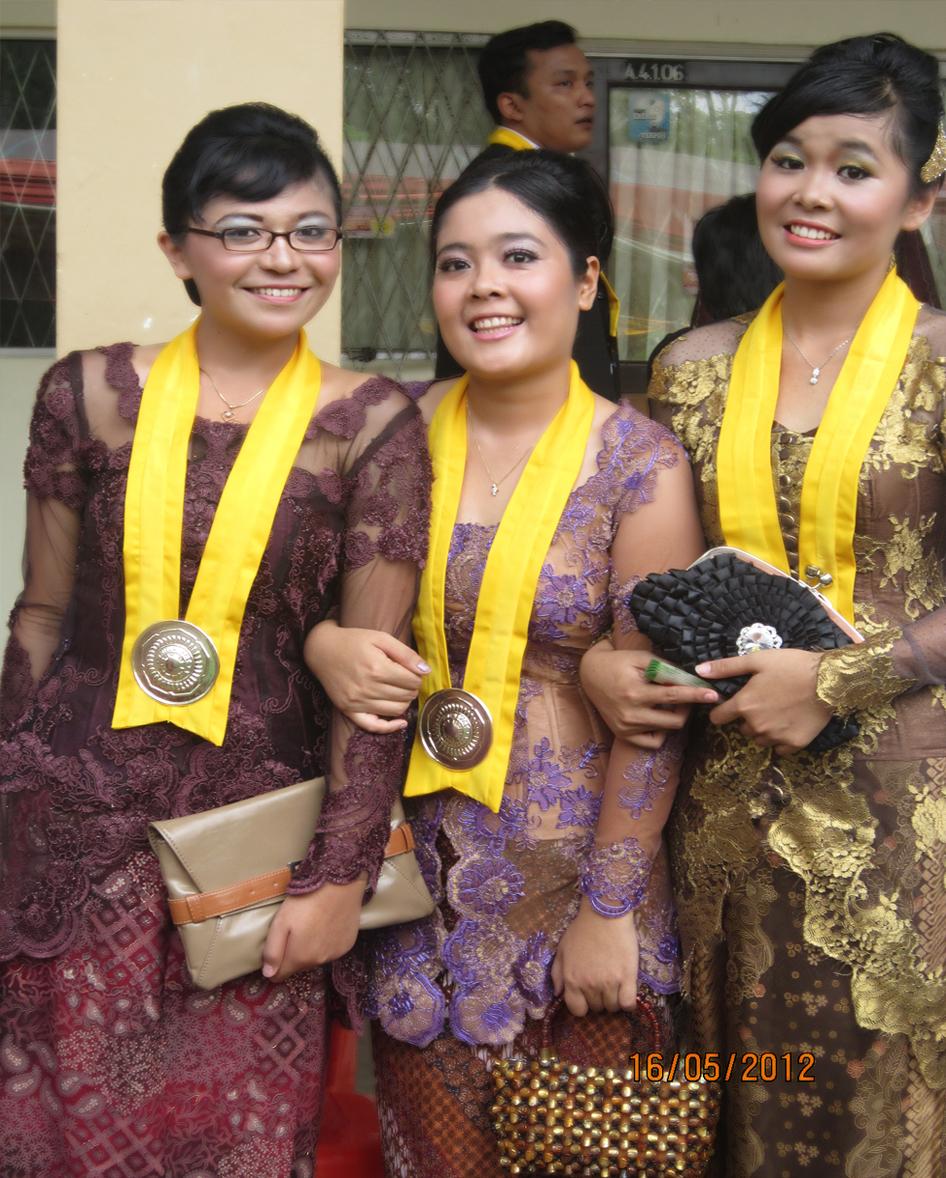 kebaya modern modifikasi djoko sasongko kombinasi batik annie