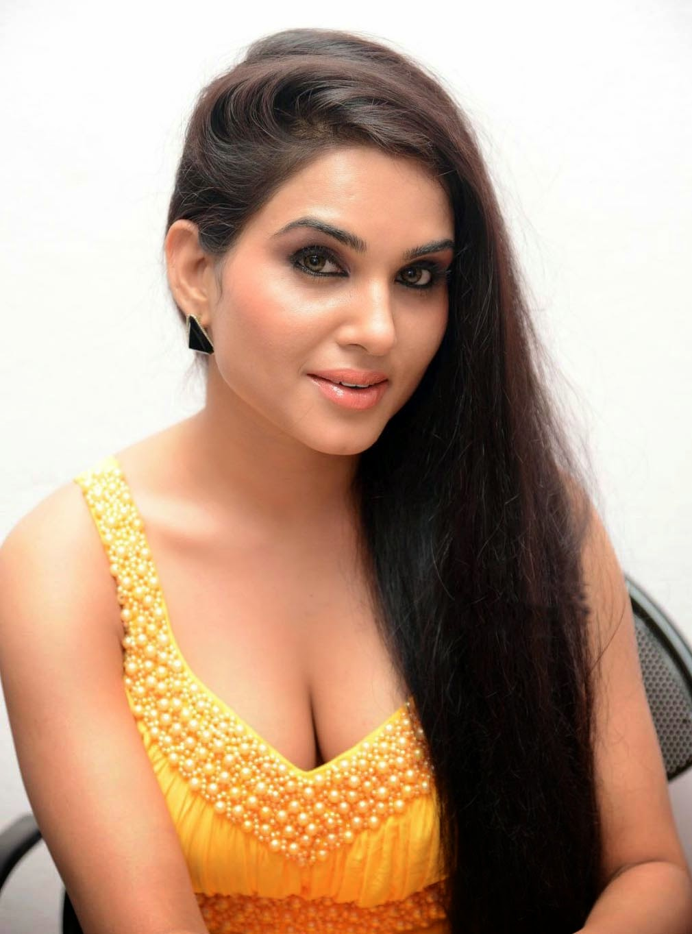 kavya singh latest hot cleavage pics