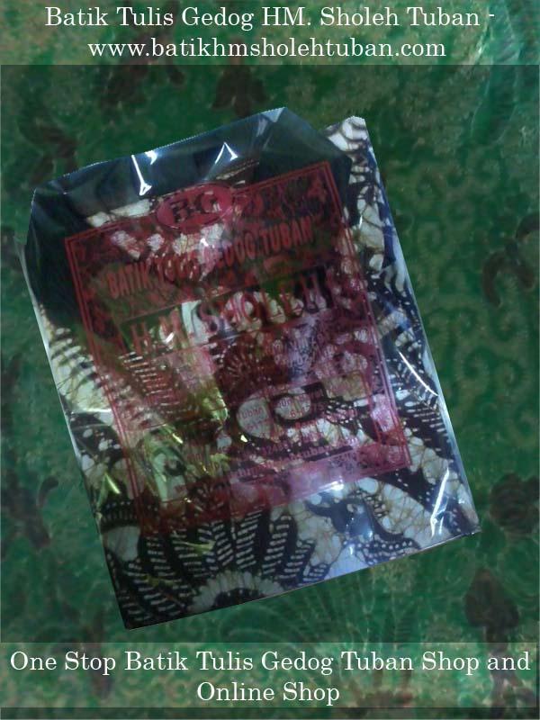 Kemasan baru Batik HM Sholeh, Kaos kerah batik gedog Tuban.