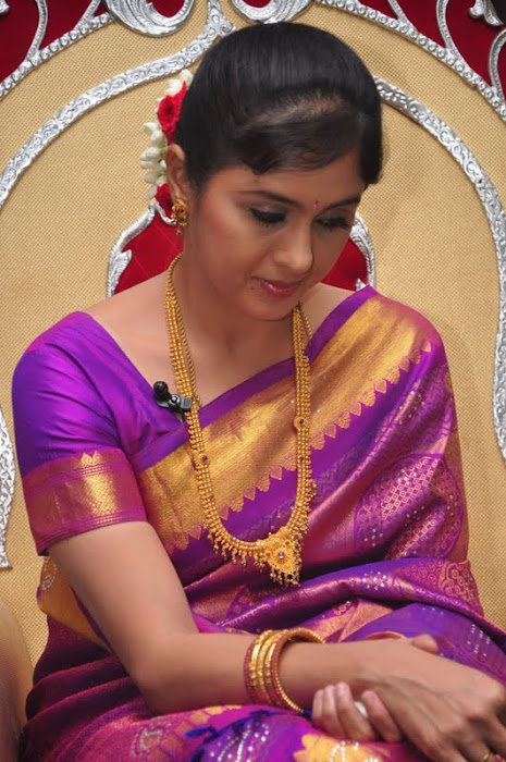 devayani new saree @ kodi mullai tv serial success meet photo gallery