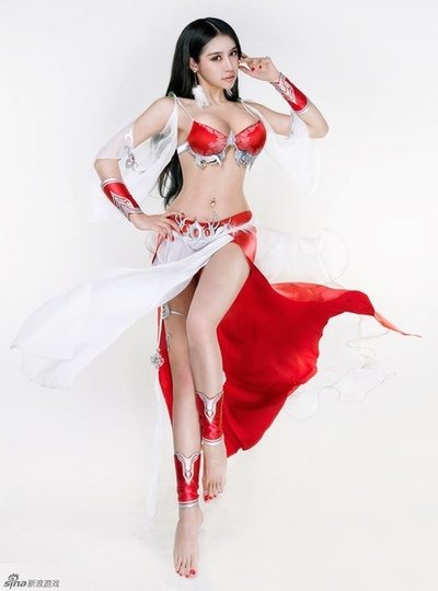 Asian cosplay girl on subway — pic 10