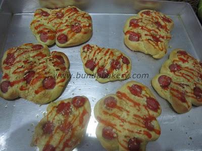 Menerima pesanan snack dos berbagai macam roti, cake, jajanan pasar.