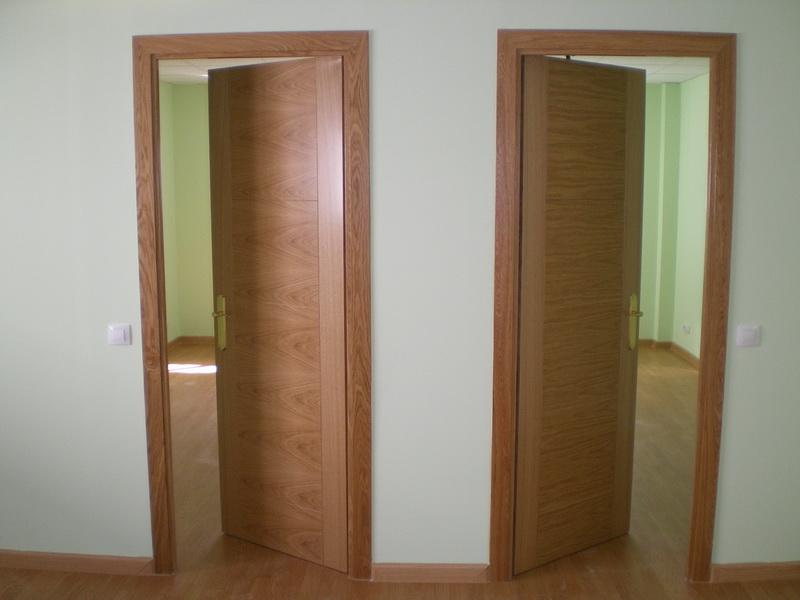 Puertas de madera a medida carpinteros en vitoria for Puertas madera a medida