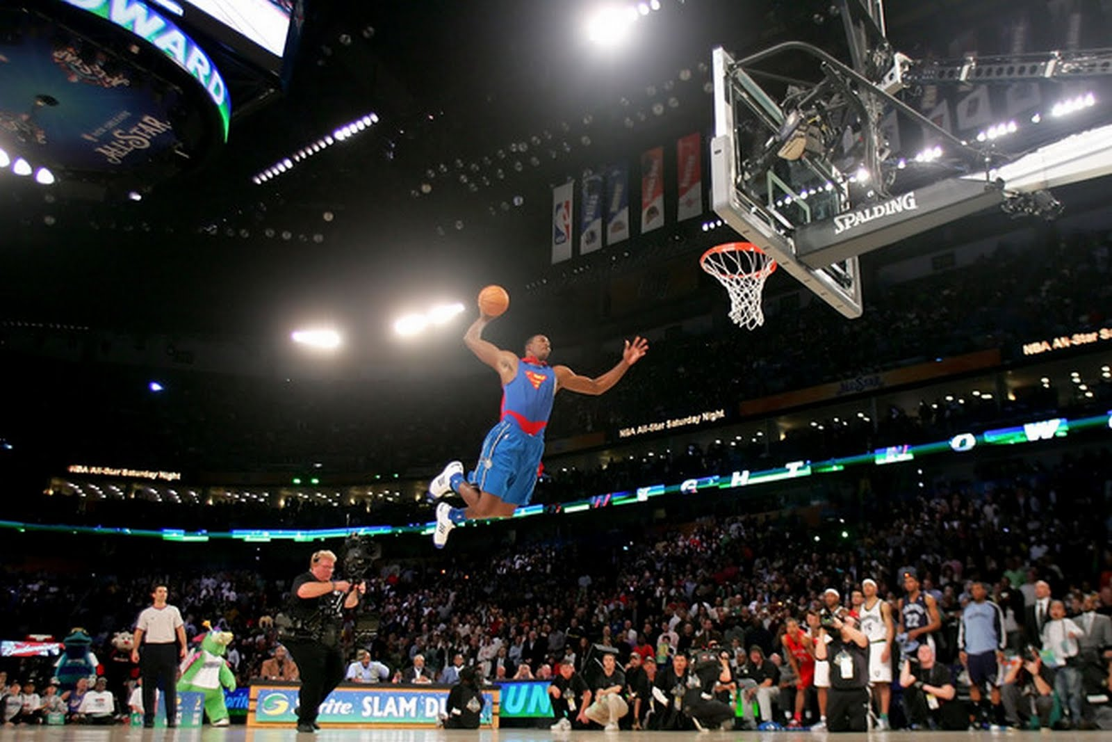 http://3.bp.blogspot.com/-fZWbBrLWuIg/Th-IUfH0suI/AAAAAAAAHP4/Ps0ZE4a_Ryo/s1600/dwight_howard-superman-dunk-wallpaper.jpg