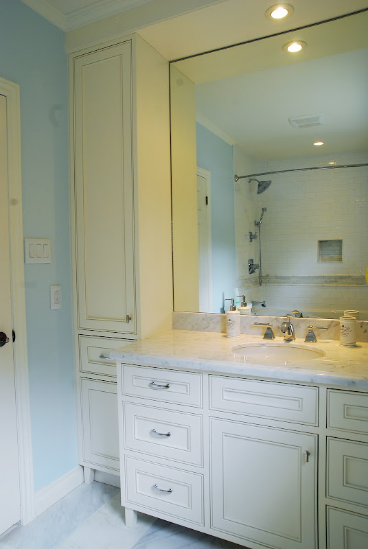 To make the vanity look freestanding, furniture legs were added  title=