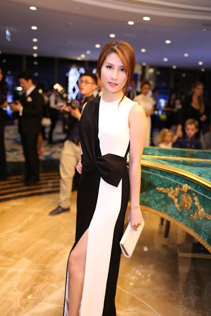 Thiết kế váy xẻ được xây dựng trên hai tông màu đen và trắng hợp mốt góp phần mang lại hình ảnh thanh lịch cho diễn viên Diễm My 9x.