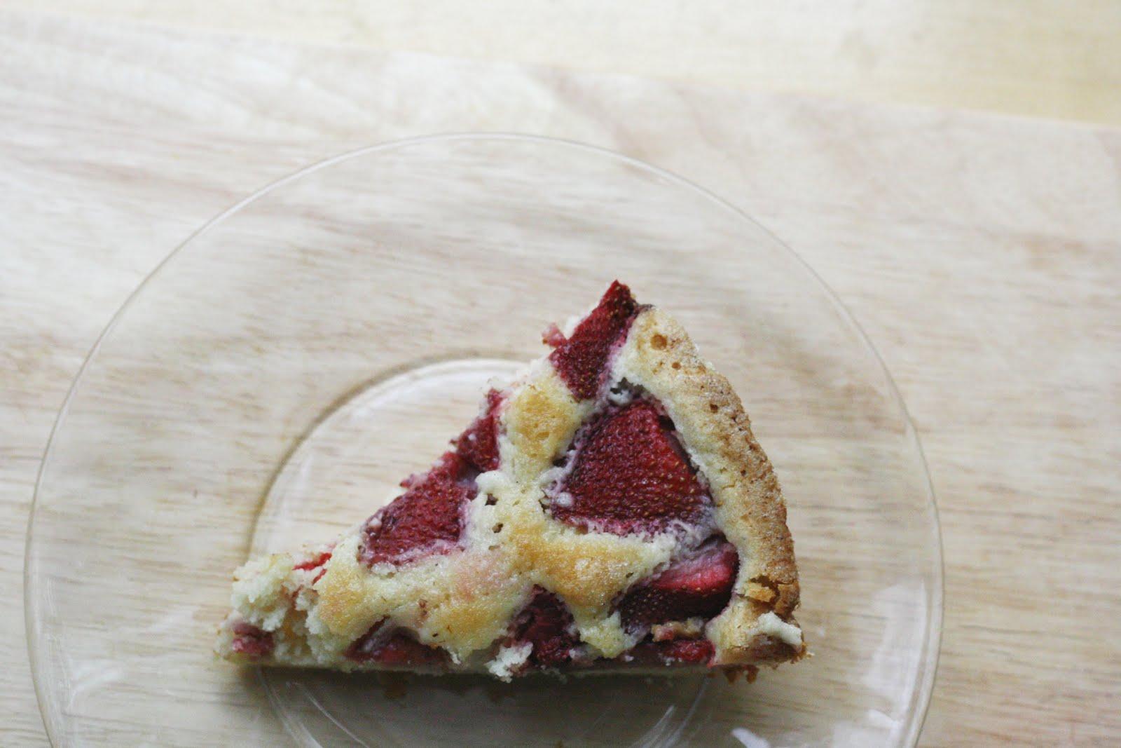 strawberry buttermilk cake | The Vanilla Bean Blog